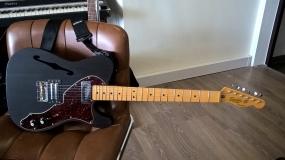 Guitarra com acabamento à Óleo (Telecaster Black)