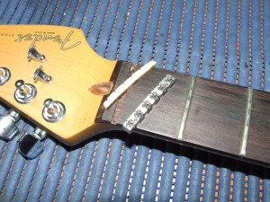 Instalar Roller Nut LSR Fender (1)
