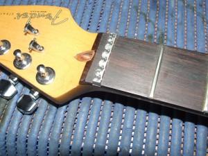 Instalar Roller Nut LSR Fender (3)