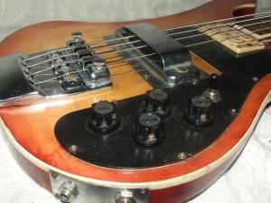 Guitarra Baixo Rickenbaker restaurado (3)