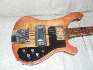 Guitarra Baixo Rickenbaker restaurado (4)