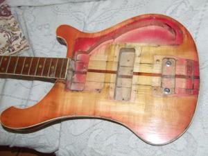 Restauro  de guitarra Baixo Rickenbaker (4)